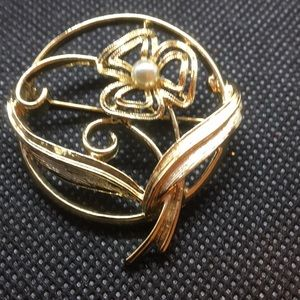 Sarah Coventry Brooch, gold tone